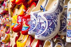 Free Rack In The Store With Rows Traditional Dutch Wooden Shoes - Klompen Clogs Royalty Free Stock Photos - 133044068
