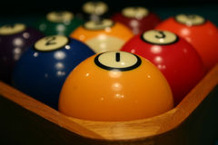 racked bollbilliard Royaltyfri Bild