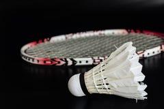 Racket och fjäderboll för badmintonsport Arkivbilder