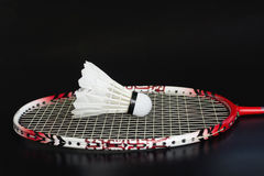 Racket och fjäderboll för badmintonsport Fotografering för Bildbyråer