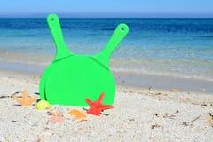 Rackets op het strand in de zomer Royalty-vrije Stock Afbeelding