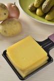 Raclette, een Zwitserse gastronomische maaltijd Royalty-vrije Stock Fotografie
