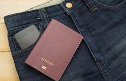 Raczej stary błękitny cajg paszportową i mądrze telefonu inside kieszeń Zdjęcia Stock
