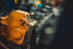 Rad auf einer Reifenmaschine lizenzfreies stockbild