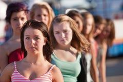 Rad av allvarliga Teen kvinnor Royaltyfria Bilder
