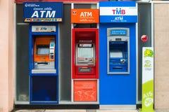 Rad av ATM-maskiner i Thailand royaltyfria foton