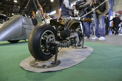 Rad av beställnings- motorcyklar royaltyfri foto