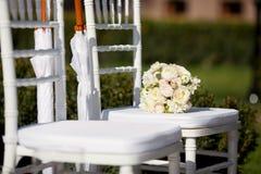Rad av bröllopstolar Arkivbild