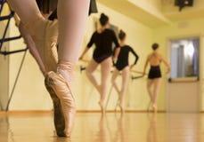 Rad av dansare Royaltyfria Bilder