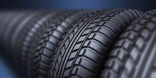 Rad av det rubber gummihjulet 3D, på blått Arkivbild