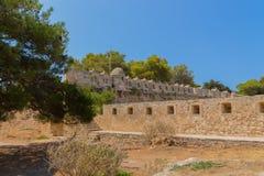 Rad av embrasures i Fortezza av Rethymno Royaltyfri Bild