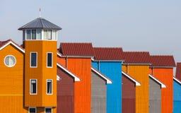 Rad av färgrika hus Royaltyfri Bild