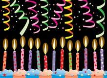 Rad av födelsedagstearinljus och banderoller Arkivfoton