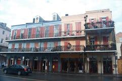 Rad av gamla Spanjor-stil byggnader i News Orleans franska fjärdedel Royaltyfria Foton