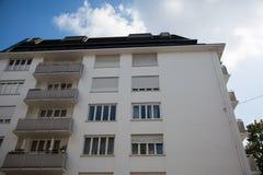 Rad av hus, hyreshusar, gammal byggnad i Munich, Schwabing Fotografering för Bildbyråer