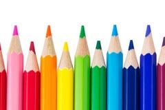 Rad av isolerade färgrika blyertspennor Fotografering för Bildbyråer