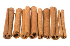Rad av kanelbruna Sticks Arkivbilder