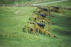 Rad av kanoner på Gettysburg, PA-nationalpark Fotografering för Bildbyråer