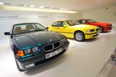 Rad av klassikern till moderna BMW 3 serie på skärm i BMW museet Royaltyfri Fotografi