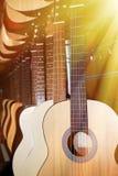 Rad av klassiska akustiska gitarrer Fotografering för Bildbyråer