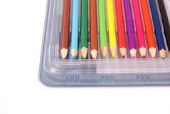 Rad av kulöra blyertspennor Arkivbilder