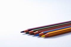 Rad av kulöra blyertspennor Royaltyfri Foto