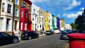 Rad av mångfärgade hus i London Royaltyfri Fotografi
