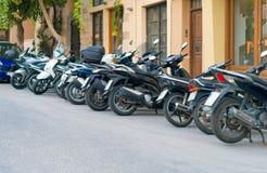 Rad av motorcyklar fotografering för bildbyråer