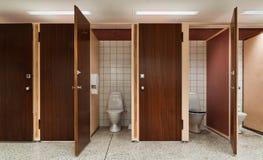 Rad av offentliga toaletter Royaltyfri Bild