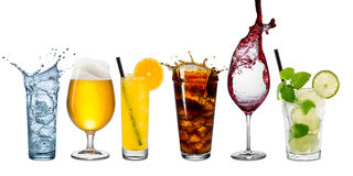 Rad av olika drycker arkivbild