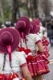 Rad av röda hattar - Carnaval de Paris 2018 Royaltyfria Bilder
