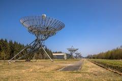 Rad av radioteleskop Royaltyfri Foto