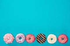 Rad av söta donuts Royaltyfria Foton