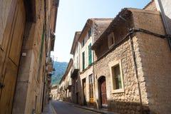 Rad av stenbyggnader i Soller, Mallorca, Spanien Royaltyfri Fotografi