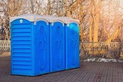 Rad av toaletter Fotografering för Bildbyråer
