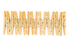 Rad av träkläderben som isoleras på den vita bakgrunden, Abst Fotografering för Bildbyråer
