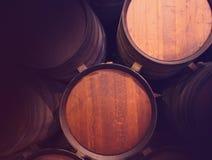 Rad av trätrummor av den gulbruna portwinen (portvin) i källaren, Porto, Portugal Royaltyfria Foton