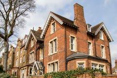 Rad av typiska engelskahus i Hampstead London royaltyfri bild