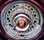 Rad der klassischen alten Autonahaufnahme Lizenzfreie Stockfotos