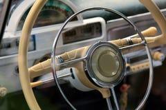 Rad des alten Autos lizenzfreie stockbilder