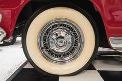 Rad von Chrysler-New Yorker De Luxe Convertible 1954 lizenzfreies stockfoto