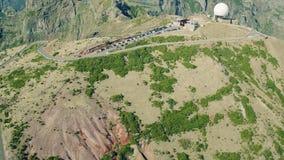 Radar för flyg- sikt som lokaliseras på det bästa berget arkivfilmer