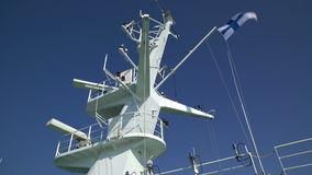Radar i färjan i handling och flagga av Finland stock video