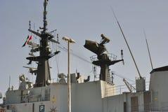 Radar på det militära skeppet royaltyfria foton