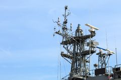 Radar van oorlogsschip bij de haven in Thailand op blauwe hemel royalty-vrije stock afbeelding