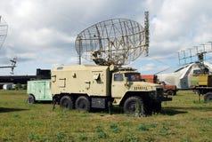 Radarinstallation på basen av bilen Uralsna i det tekniska museet av ett namn av Sakharov under den öppna himlen Arkivfoton