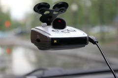 Radarowy detektor na samochodowym szkle Zdjęcie Stock