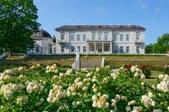 Radbandet nära museum av bärnsten i botaniskt parkerar, Palanga, Litauen Royaltyfri Bild