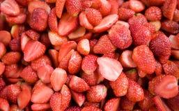 Raddahalva av jordgubben som bakgrund Fotografering för Bildbyråer