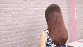 Raddrizzamento malato, tagliato e sano di cura di capelli Prima e dopo il trattamento video d archivio